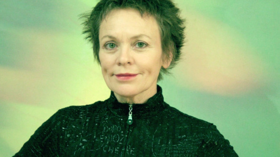 Laurie Anderson dazzles in a multi-media music performance